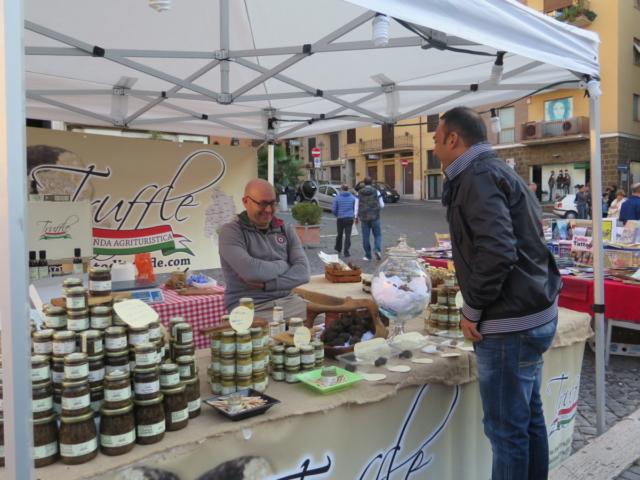 Frascati-Truffle-Vendor-by-Casale-Sonnino