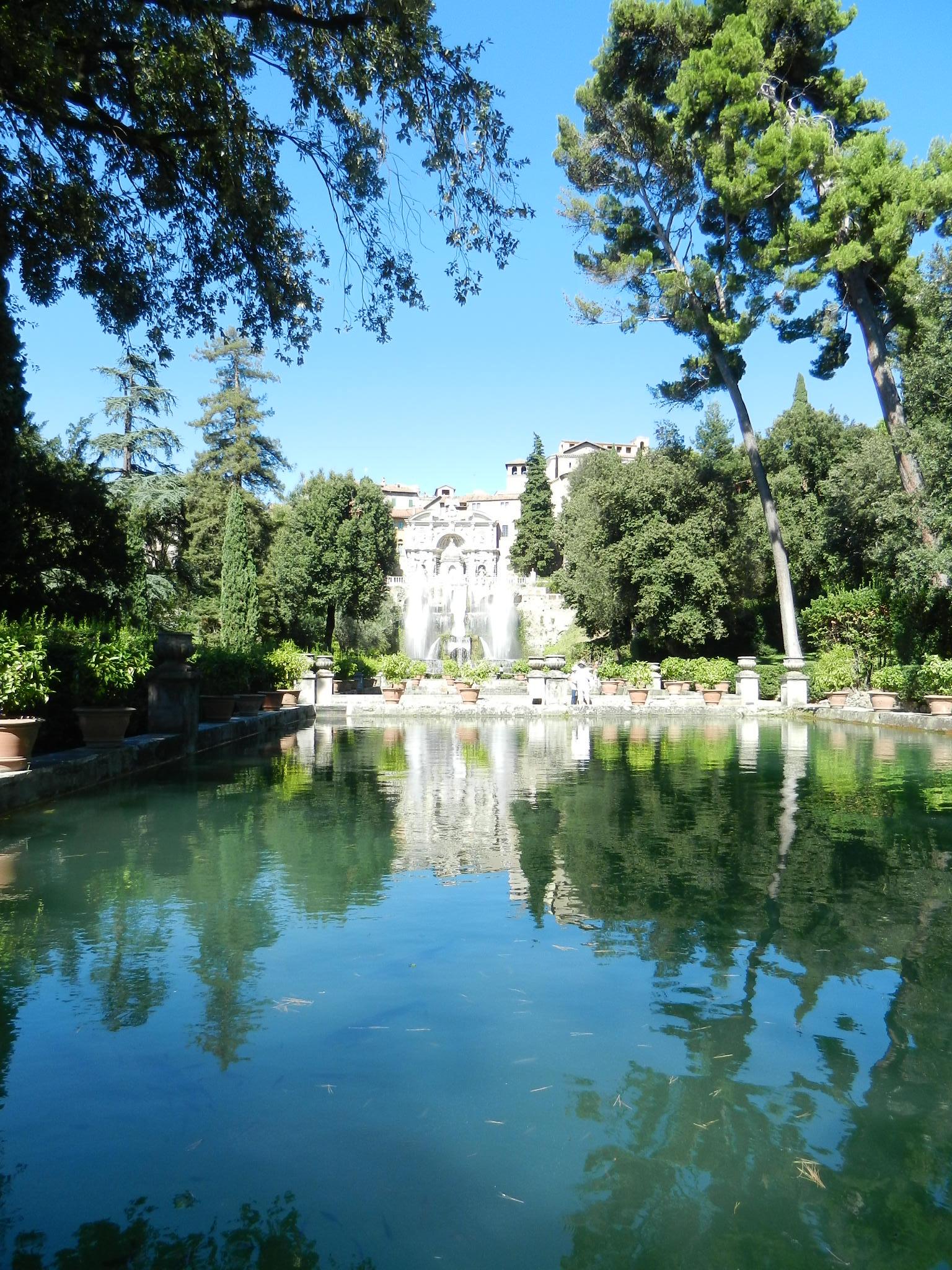 Fountain-Tivoli-by-Casale-Sonnino