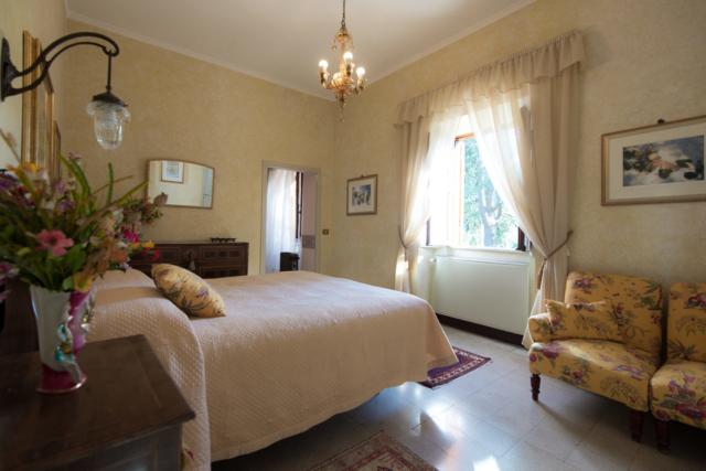 Casale Sonnino - Yellow Bedroom